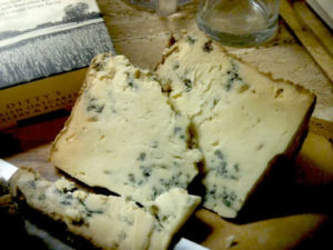 gorgonzola vs bleu cheese