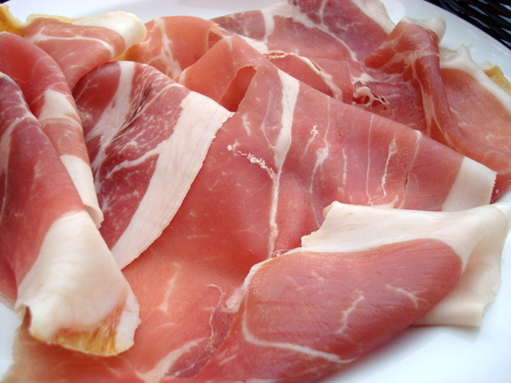 Pancetta vs Prosciutto – What's the Difference?